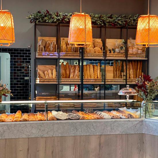 Decoracion-pasteleria-delicias-de-gala-alicante-decorfret-montaje-de-tiendas-1-
