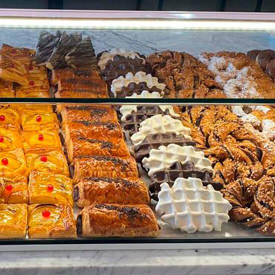 Decoracion-pasteleria-delicias-de-gala-alicante-decorfret-montaje-de-tiendas-2